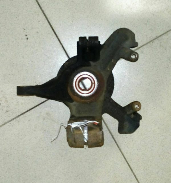 Кулак поворотный передний левый Focus I 1998-2005