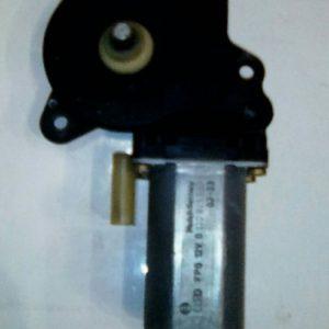 Моторчик стеклоподъемника передний правый Fusion 2002-2012 Fiesta 2001-2008 1205750 BOSCH 0130821939