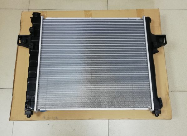 Радиатор охлаждения JEEP GRAND CHEROKEE